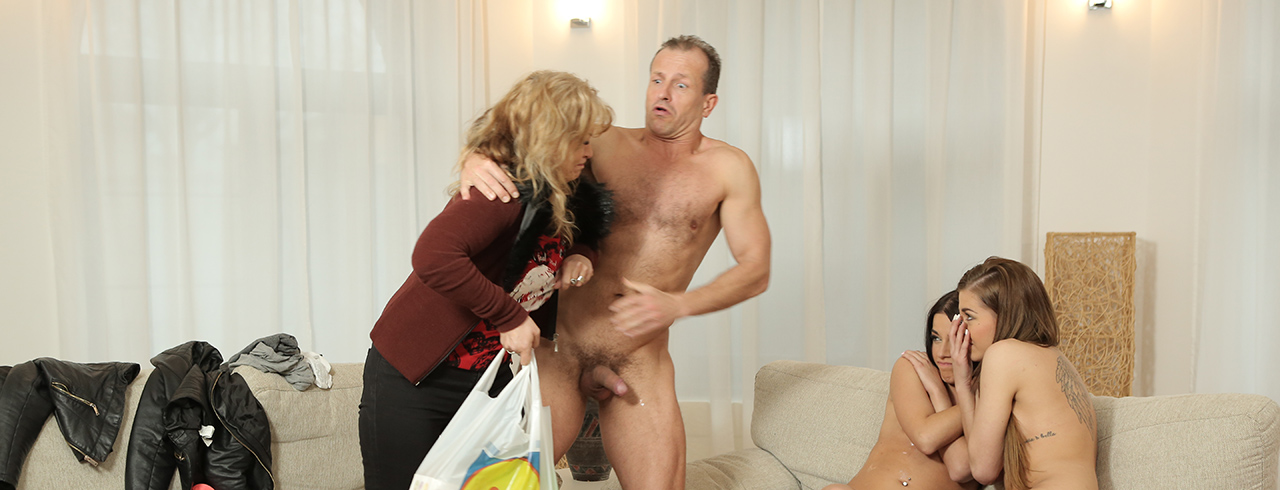 Daddy4k old dad isn039t against hot quickie with son039s
