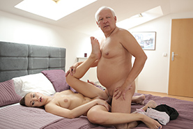Chilling on her boyfriend´s father dick